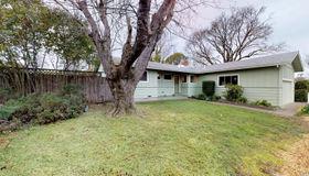 52 Graylawn Avenue, Petaluma, CA 94952