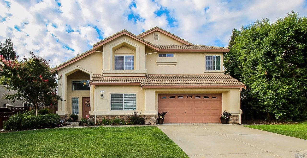 696 Edenderry Drive, Vacaville, CA 95688 now has a new price of $549,000!