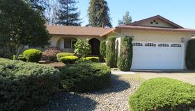 121 Eastside Circle, Petaluma, CA 94954
