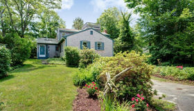 9 Strawberry Hill Rd, Falmouth, MA 02543