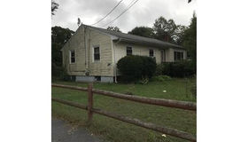 82 Carl Ave, Brockton, MA 02302