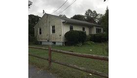 82 Carl Ave, Brockton, MA 02302