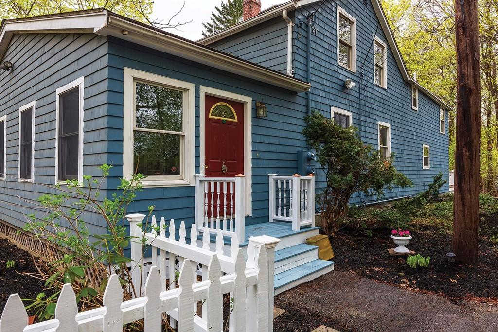 32 Hurley Pl, Newton, MA 02459 is now new to the market!