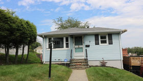 5 Crowningshield Rd, Worcester, MA 01604