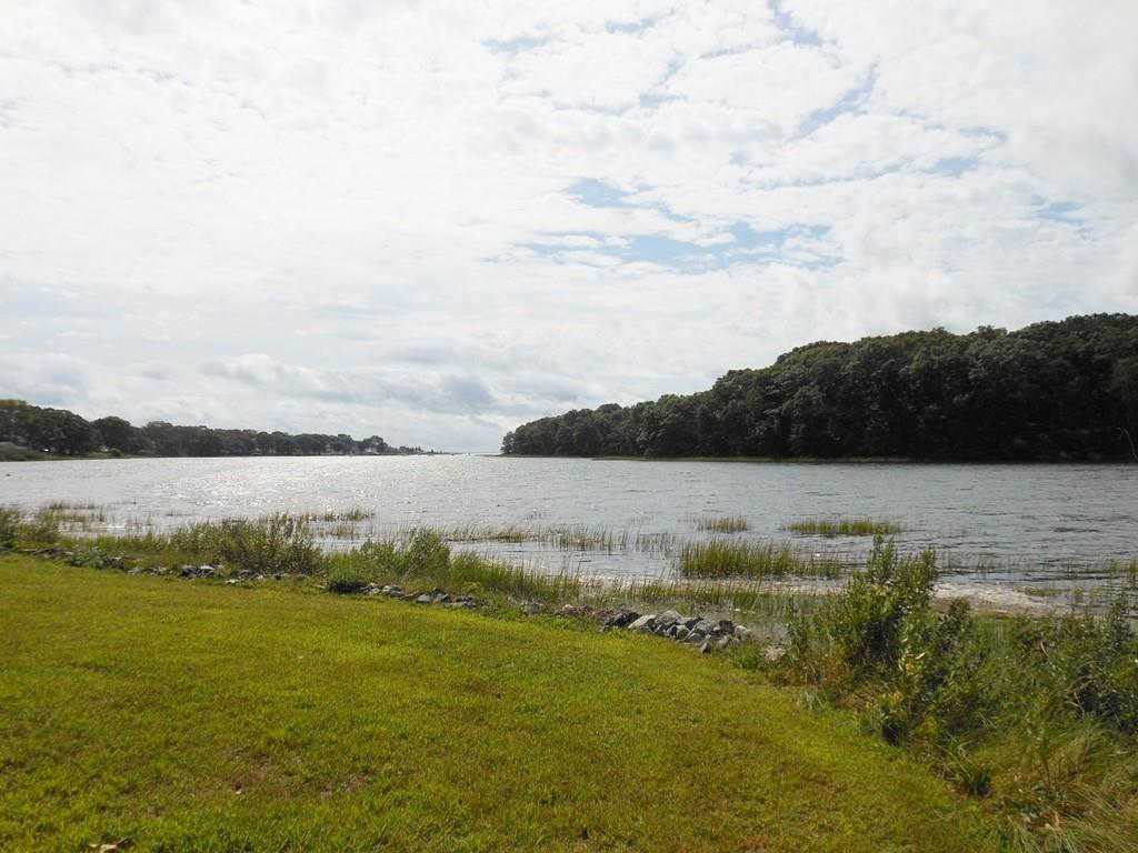 102 Hermit Dr, Warwick, RI 02889 is now new to the market!