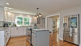 50 Meeting Square Dr, Bridgewater, MA 02324