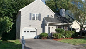 40 Meadowood Rd, North Andover, MA 01845