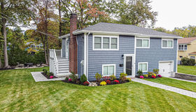 14 Carpenter Rd, Lynnfield, MA 01940