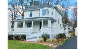8 Heckle St, Wellesley, MA 02481