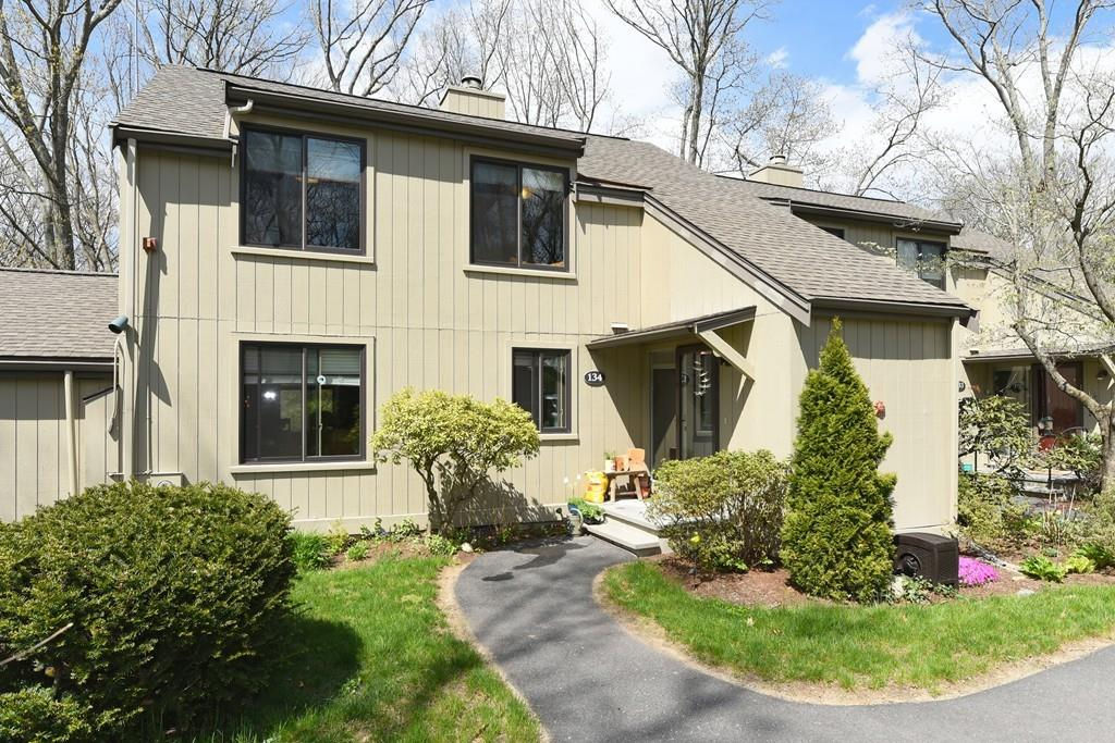 134 Chestnut Cir Lincoln, MA 01773