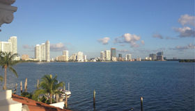 1001 N Venetian Dr, Miami, FL 33139