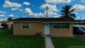 7898 nw 171st St, Hialeah, FL 33015