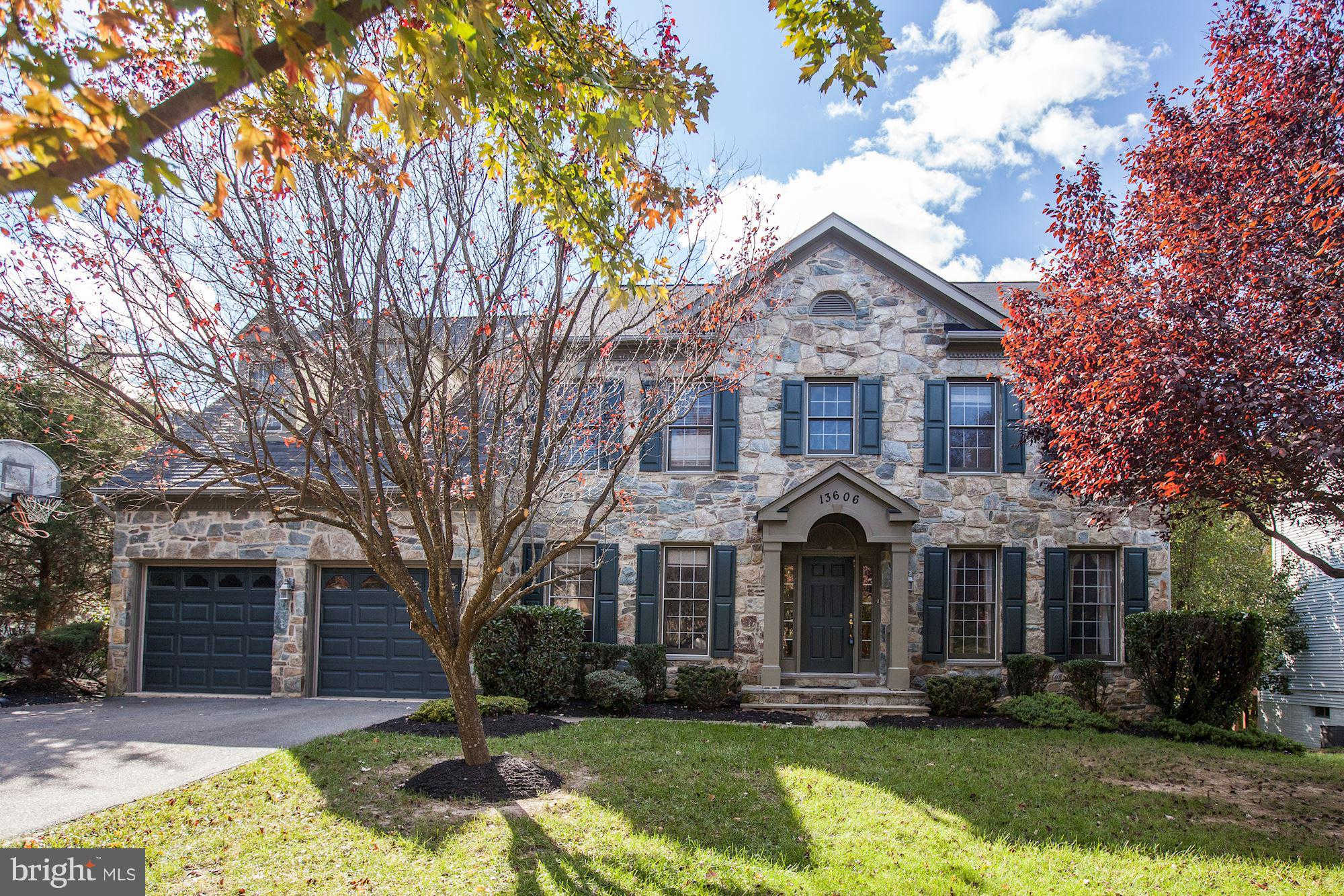 13606 PINE VIEW LN ROCKVILLE, MD 20850 now has a new price of $1,075,000!