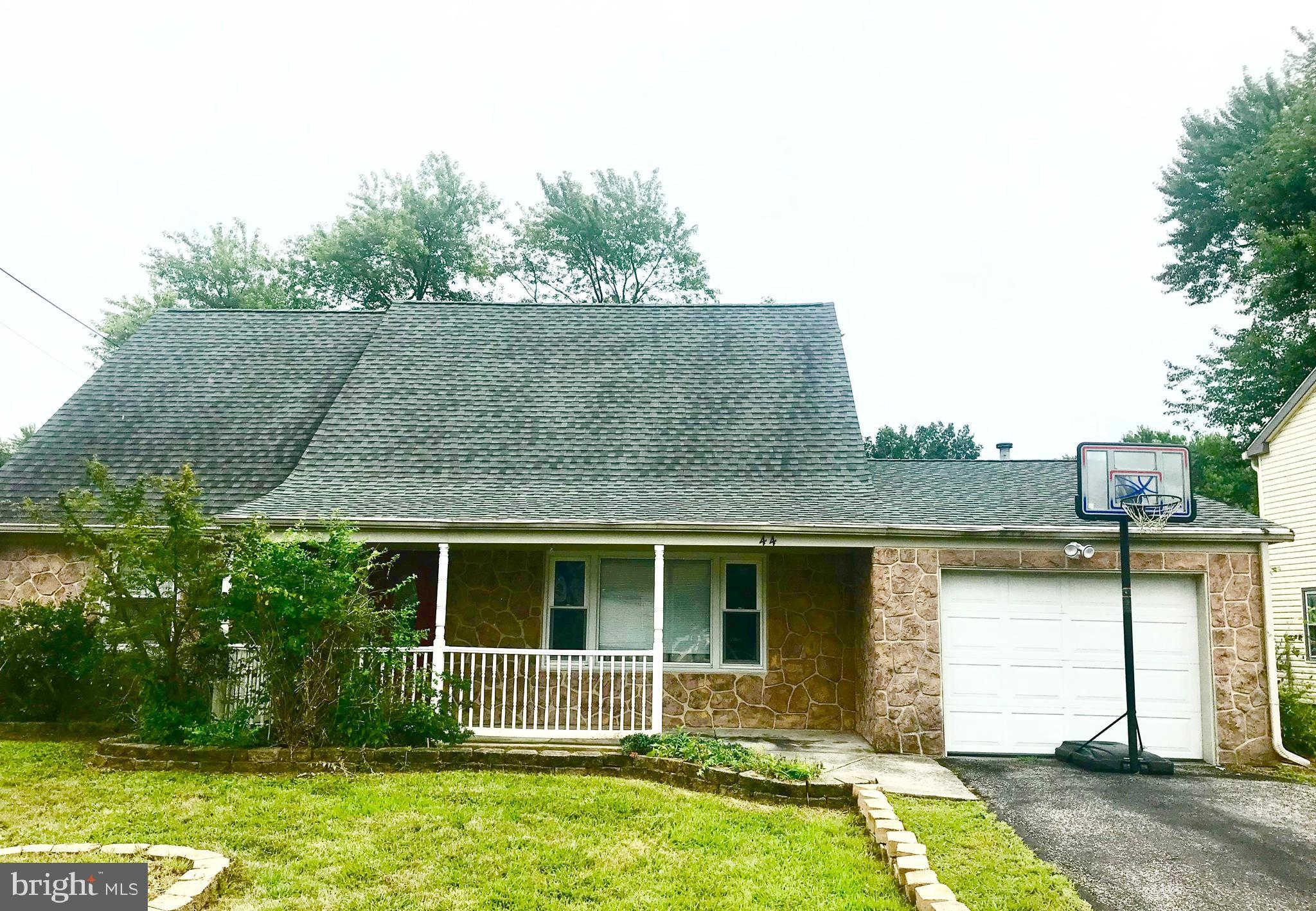 44 Globe Lane, Willingboro, NJ 08046 now has a new price of $153,500!