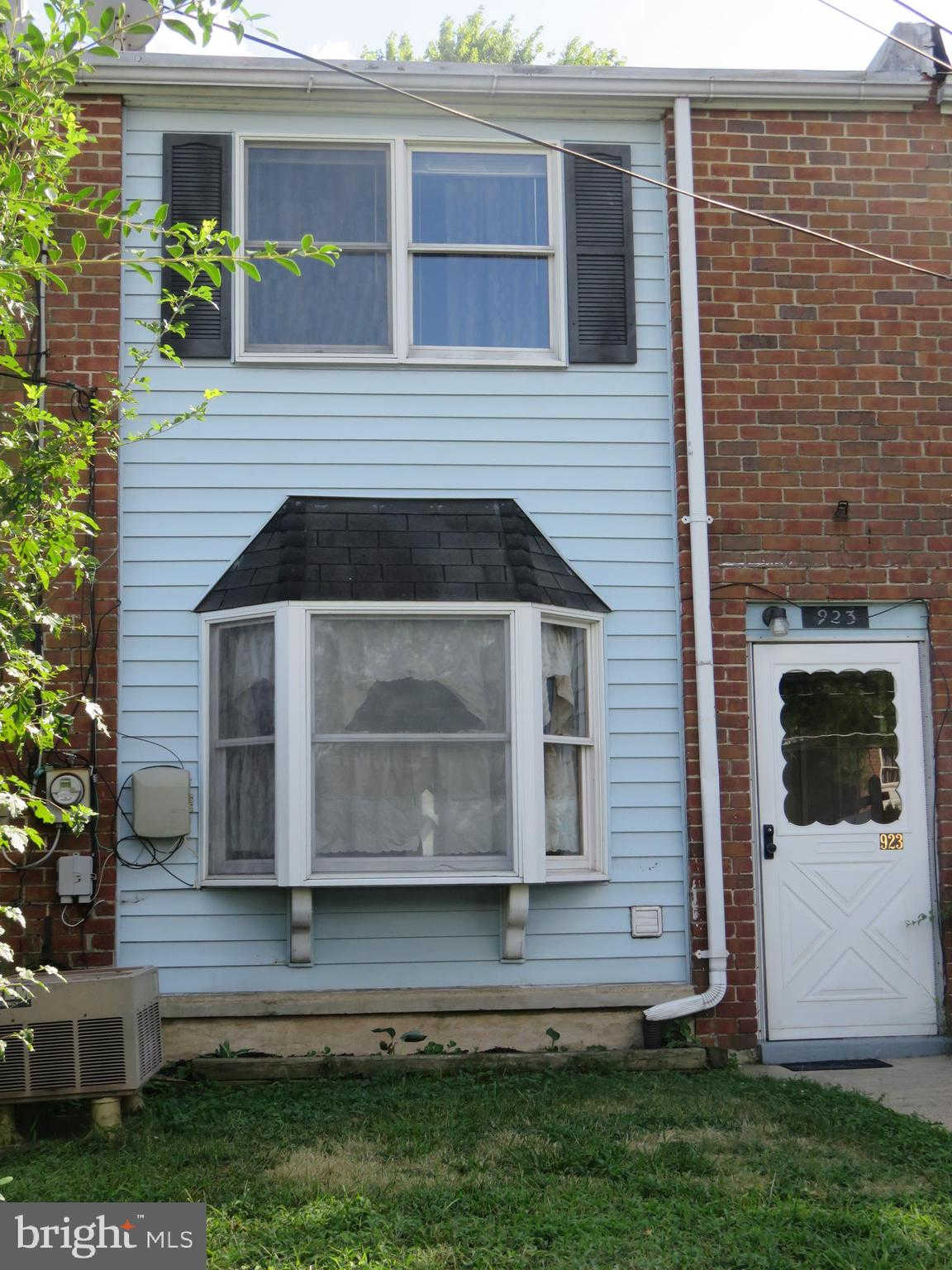 923 Imperial Court, Halethorpe, MD 21227 now has a new price of $95,000!