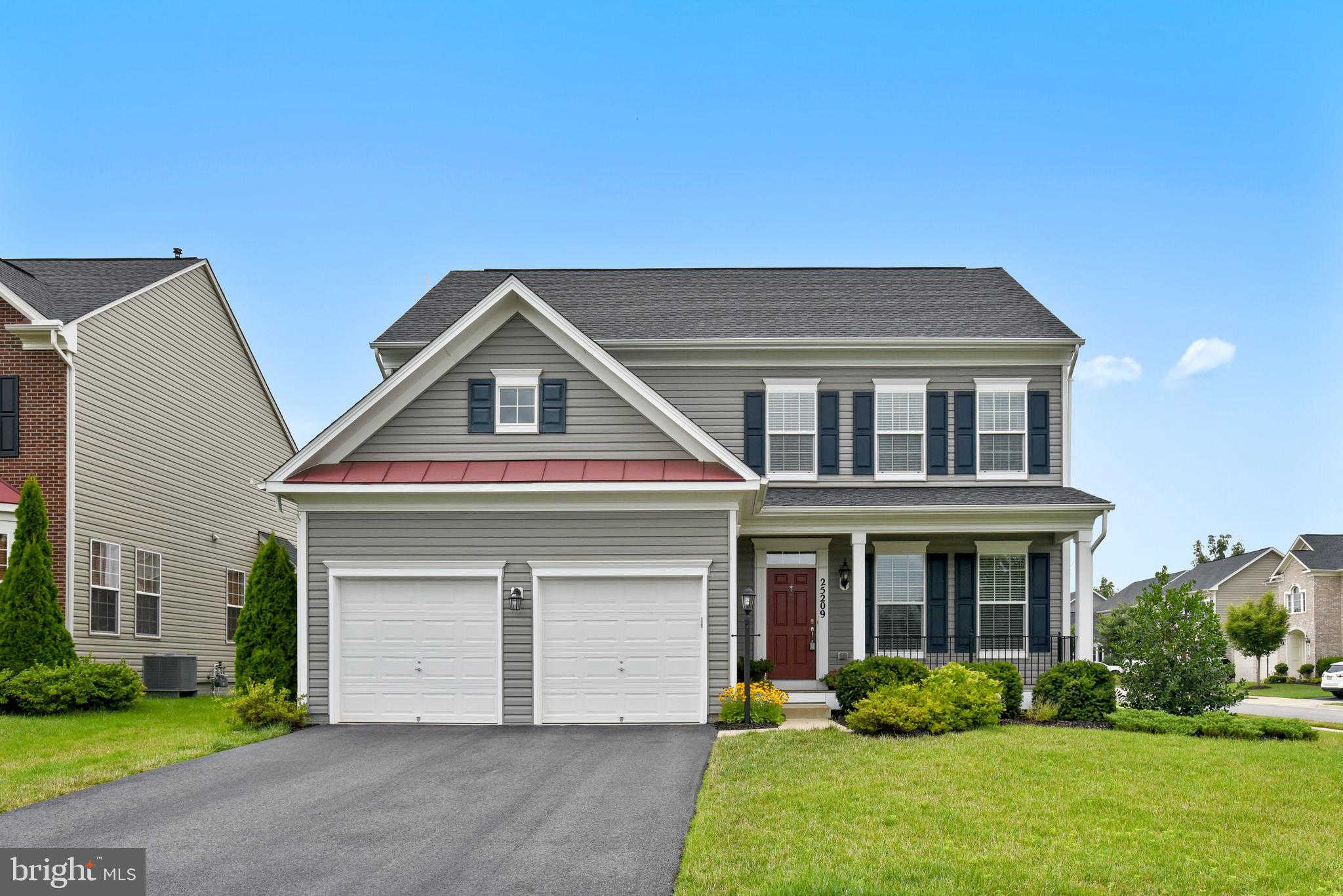 25209 Waldo Circle, Chantilly, VA 20152 is now new to the market!