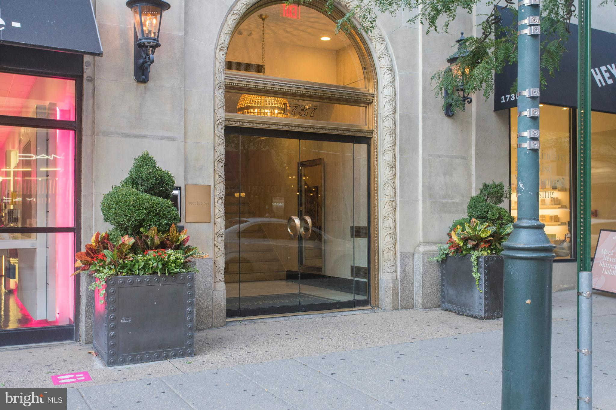1737 Chestnut Street #800, Philadelphia, PA 19103 now has a new price of $889,000!