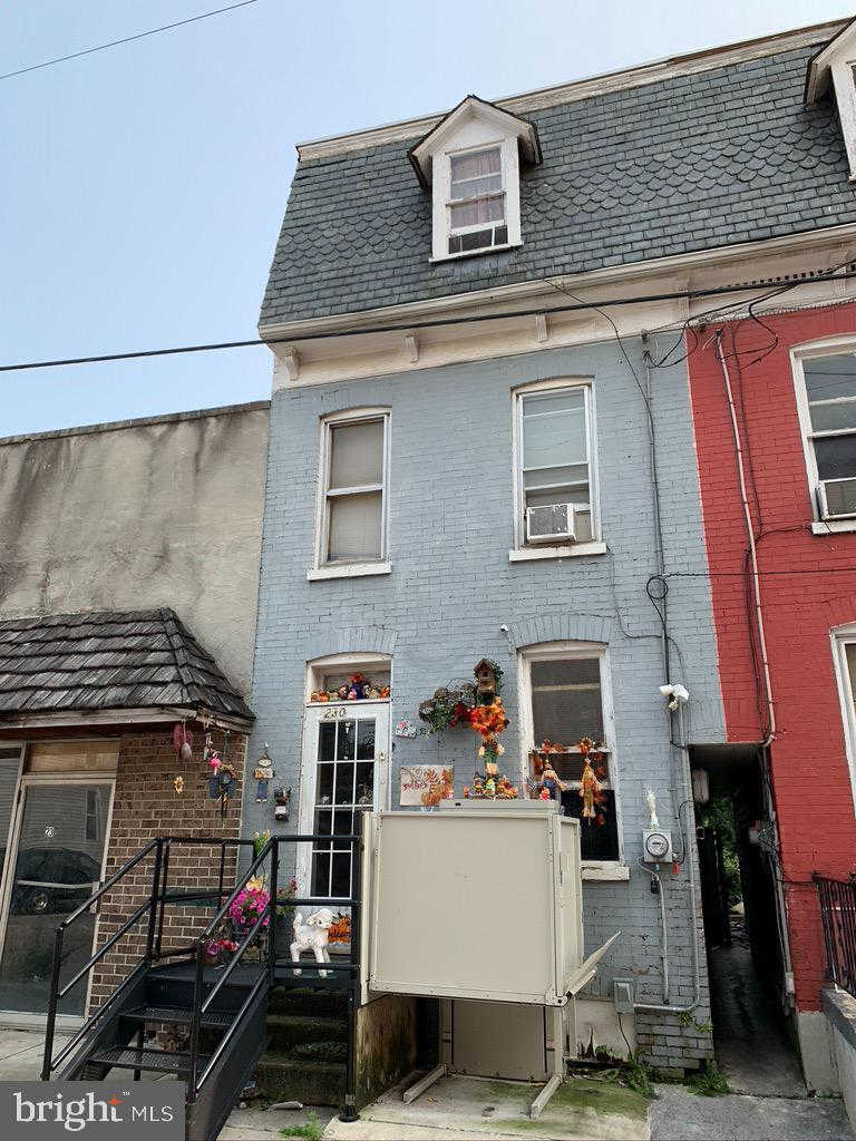 230 E Poplar Street, York, PA 17403 is now new to the market!
