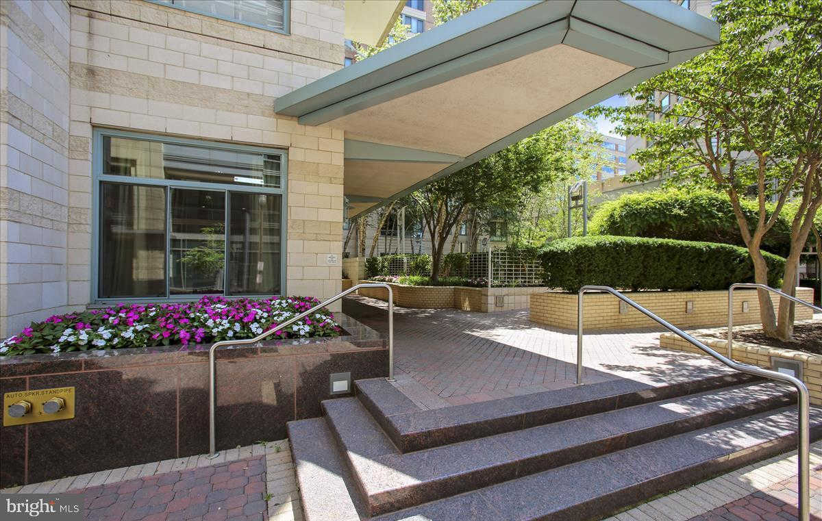 851 N Glebe Road #1113, Arlington, VA 22203 now has a new price of $1,350!