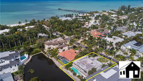 160 14th Ave S, Naples, FL 34102