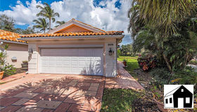 3175 Andorra CT, Naples, FL 34109