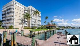 60 Pelican St W #202, Naples, FL 34113