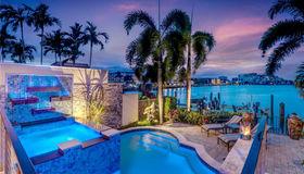 251 Harbour Dr, Naples, FL 34103