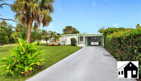 160 4th St, Naples, FL 34113