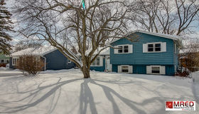 18125 West Twin Lakes Boulevard, Grayslake, IL 60030