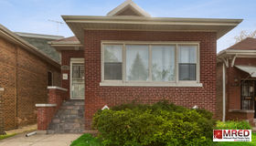 8208 South Kenwood Avenue, Chicago, IL 60619
