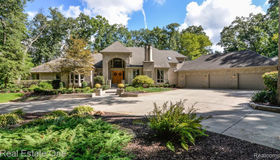 9673 Cross Creek Dr, South Lyon, MI 48178