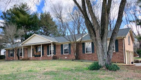 2209 Oakwood Dr W, Franklin, TN 37064