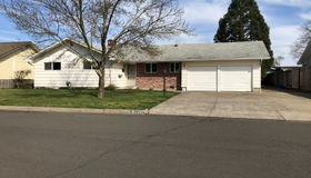 2619 Castle Dr, Springfield, OR 97477