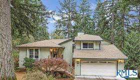 16512 S Arrowhead Dr, Oregon City, OR 97045