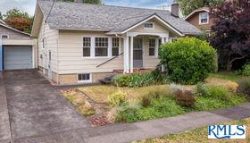 2824 NE 35th Pl, Portland, OR 97212