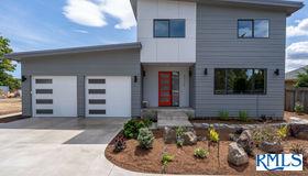 89338 Old Coburg Rd, Eugene, OR 97401