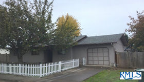 445 S 7th St, Creswell, OR 97426