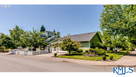 250 68th St, Springfield, OR 97478