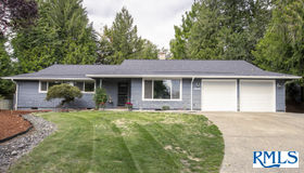 13235 sw Ash Dr, Tigard, OR 97223