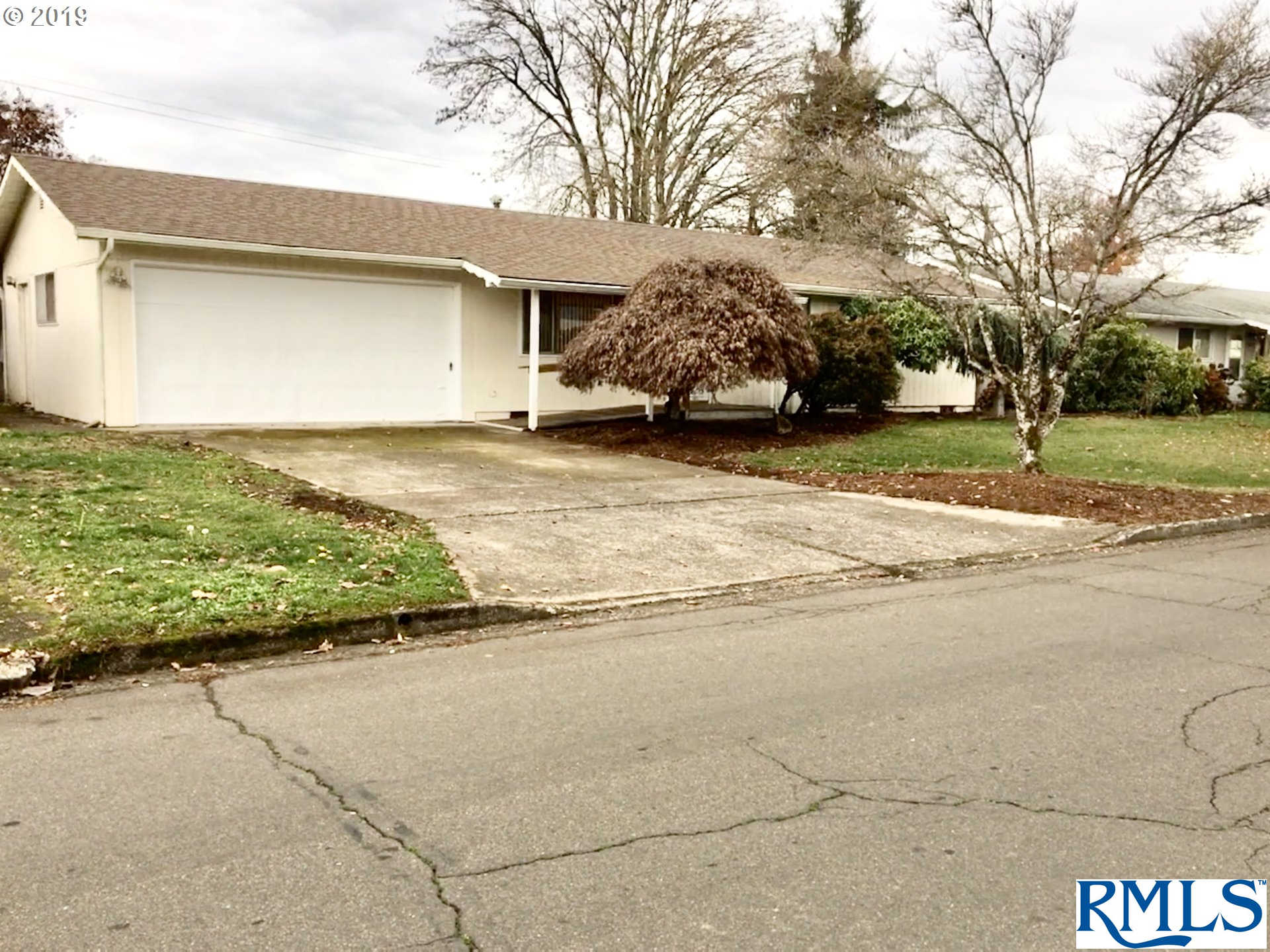 5871 E St, Springfield, OR 97478 has an Open House on  Sunday, December 1, 2019 12:00 PM to 3:00 PM