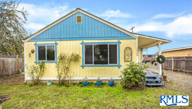 1056 F St, Springfield, OR 97477
