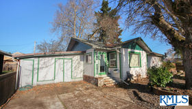 1044 Pennoyer Ave, Cottage Grove, OR 97424