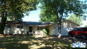 888 65th St, Springfield, OR 97478