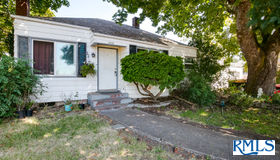 2120 A St, Springfield, OR 97477