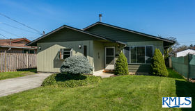 494 N 11th St, St. Helens, OR 97051
