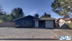 1125 Lakewood Ln, Coos Bay, OR 97420