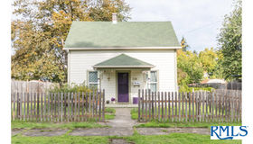 126 E Madison Ave, Cottage Grove, OR 97424