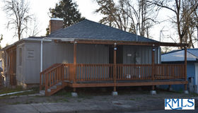 715 S 13th St, Cottage Grove, OR 97424