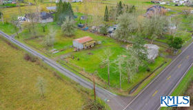 33198 Camas Swale Rd, Creswell, OR 97426