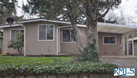 2151 Lewis St, North Bend, OR 97459